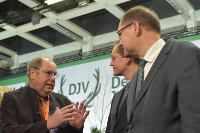Hartwig Fischer im Gespräch mit Michael Müller, Regierender Bürgermeister von Berlin und Bundeslandwirtschaftsminister Christian Schmidt.