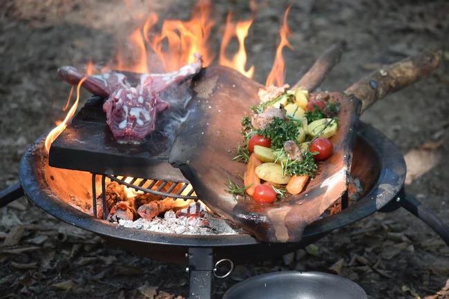 Beim Outdoor Cooking sind leckere Gerichte aus Wildbret, Fisch, Krebstier und Honig entstanden.