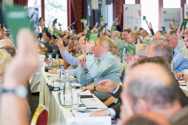 Delegierte von 15 Landesjagdverbänden treffen Grundsatzentscheidungen und diskutieren über aktuelle jagdliche Themen.