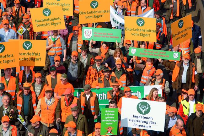 Im März demonstrierten bereits 15.000 Jäger gegen das neue Jagdgesetz in NRW