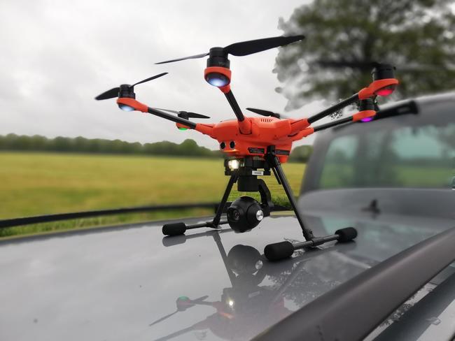 """Drohne """"Bambi"""" fliegt die Felder ab, die kurz vor der Mahd stehen."""