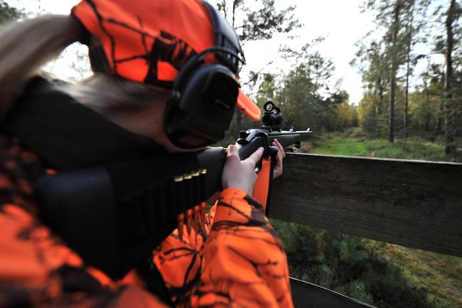 Ein Gehörschutz ist für Jäger besonders wichtig.