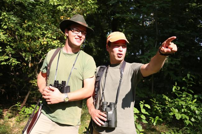 Junge Jäger auf der Jagd
