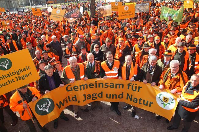 In Stuttgart haben Jägerinnen und Jäger eindrucksvoll für ihr Recht demonstriert.