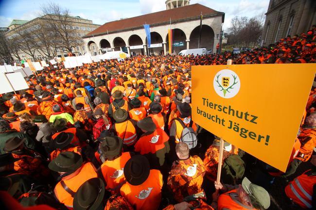 3000 Jägerinnen und Jäger trafen sich zur Demonstration in Stuttgart.