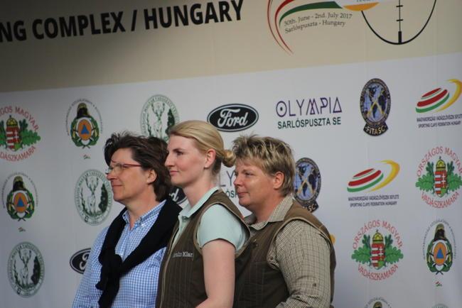 Karolin Klar (Mitte) bei der Siegerehrung