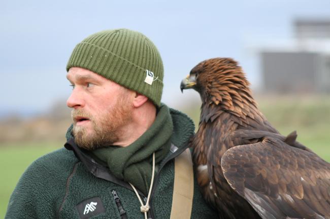 Koordinator für Auslandsdjagd und Artenschutz Stephan Wunderlich ist Jäger, Falkner und Hundeführer