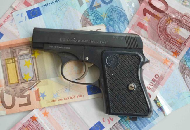 Online-Handel tabu: Waffen sollen nur beim Händler zu erwerben sein.