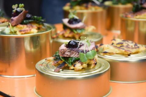 Kartoffelröstis, Wirsing und Wildschweinkeule mit glasierten Blaubeeren: Die Besucher waren begeistert. Zum Publikumspreis hat es leider nicht ganz gereicht in diesem Jahr. Aber geschmeckt hat es vorzüglich. (Quelle: Milinski/DJV)