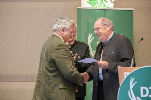 Dr. Wolfgang Bethe ist bereits Träger der DJV-Verdienstnadel in Gold. (Quelle: Recklinghausen/DJV)
