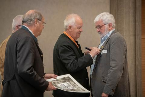 Gerhard Thomas, Vorsitzender der Kreisjägerschaft Kleve, wird mit der DJV-Verdienstnadel in Gold geehrt. (Quelle: Recklinghausen/DJV)