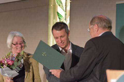 Hörfunk-Journalist Marko Pauli (BR2) erhält den Journalistenpreis Wildtier und Umwelt auf dem Bundesjägertag in Berlin 2019 (Quelle: Kapuhs/DJV)
