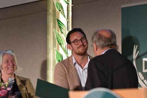 Blogger David Seitz erhält den Journalistenpreis Wildtier und Umwelt auf dem Bundesjägertag in Berlin 2019