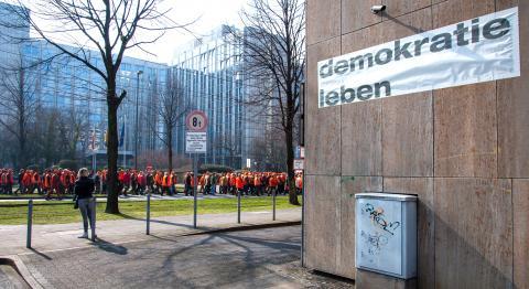 Jäger auf Ihrem Weg zum Landtag.Viele nahmen am 18.März das erste Mal an einer Demo teil. (Quelle: DJV)