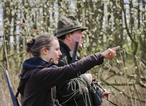 Das Engagement von Jägerinnen und Jägern wird nach einer repräsentativen Imagebefragung überwiegend als positiv bewertet. (Quelle: Grimm/DJV)