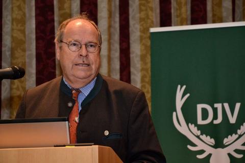 DJV-Präsident Hartwig Fischer begrüßt am 2. Tag des Artenschutzsymposium die rund 100 Teilnehmer