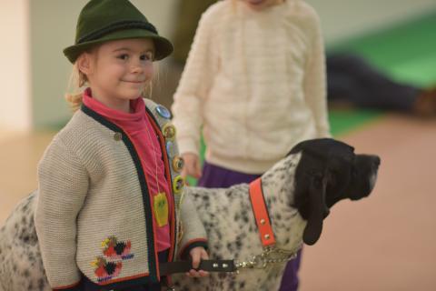 Während der Jagdhunde-Vorführung auf der Showbühne in Halle 4.2 durften auch die Jüngsten mitwirken