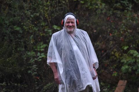 Wilmut Kubinsky ist seit 15 Jahren DJV-Hauptrichter und zeigt bei jedem Wetter vollen Einsatz. (Quelle: DJV)
