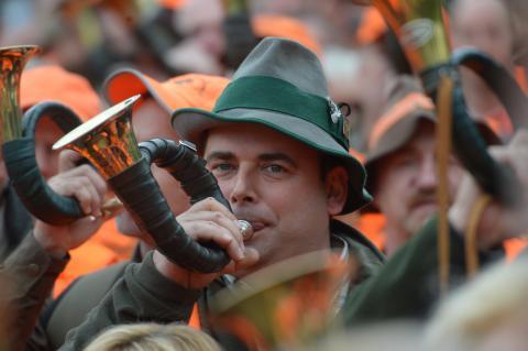 3500 Jägerinnen und Jäger haben in Wiesbaden der Politik den Marsch geblasen. (Quelle: Arnold/DJV)