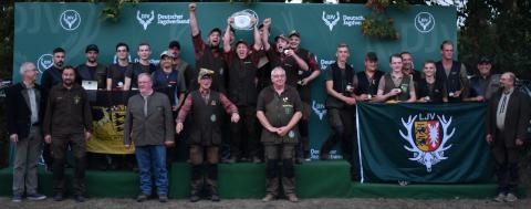 Erster in der Juniorenklasse/Mannschaft sind die Schützen aus Niedersachsen mit 1301 Punkten, gefolgt von Baden-Württemberg und Schleswig-Holstein.