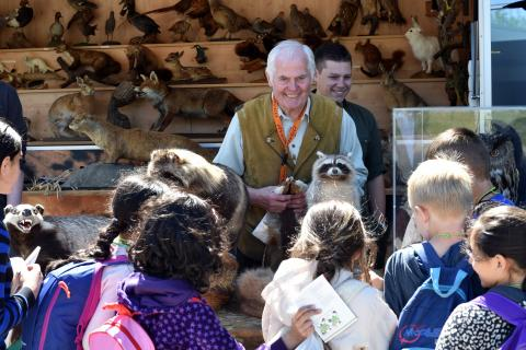 Anlässlich des 25jährigen Jubiläums Lernort Natur gestalteten Jäger in Wolfsburg mit Waldschulen, Jagdhunden und Falken ein spannendes Programm für Kinder