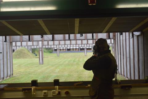 Höchste Konzentration wird den Schützen am Kugelstand abverlangt.