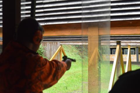 Gute Sicht haben die Schützen heute am Kurzwaffenstand.