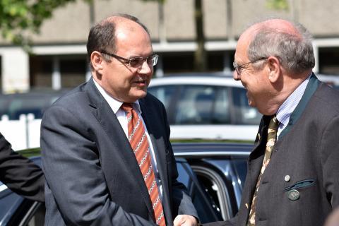 DJV-Präsident Hartwig Fischer (r.) empfängt Christian Schmidt (l.), Bundesminister für Ernährung und Landwirtschaft.