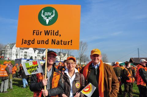 Bei strahlendem Sonnenschein hieß es: Für Wild, Jagd und Natur ! (Quelle: DJV)