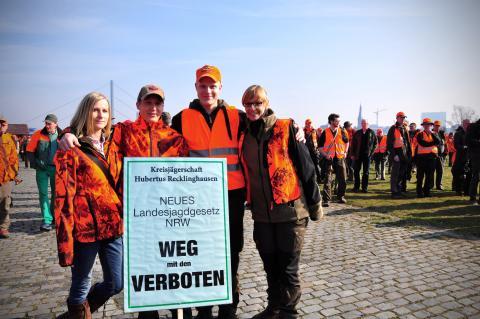Auch die Kreisjägerschaft Hubertus Recklinghausen demonstrierte am 18. März  gegen das neue Landesjagdgesetz. (Quelle: DJV)