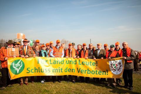 Der DJV u. LJV sind sich einig: Für Land und Leute! Schluss mit den Verboten! (Quelle: DJV)