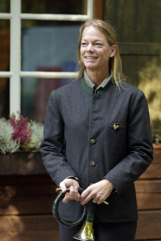 Arabelle Kobow begleitet den Wettbewerb mit verschiedenen Jagdhornbläsergruppen.