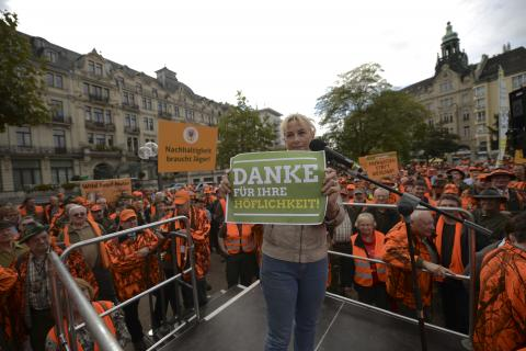 Ursula Hammann (Naturschutzsprecherin der Grünen) bittet um Gehör. (Quelle: Arnold/DJV)