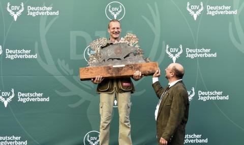 Claus Schäfer aus Rheinland-Pfalz ist zum zweiten Mal DJV-Bundesmeister im jagdlichen Schießen (Quelle: Kapuhs/DJV)