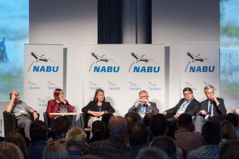 Podiumsdiskussion (v.l.n.r.): Dr. David L Mech, Elsa Nickel, Prof. Dr. Ilse Storch, Prof. Dr. Gerhard Prätorius, Dr. Eick von Ruschkowsky, Stefan Leiner