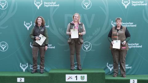 Siegerinnen, Büchse, Damen: 1) Nadine Weers (Schleswig-Holstein); 2) Barbara Michalski (Hessen), 3) Carmen Wilshusen (Niedersachsen) (Quelle: Kapuhs/DJV)