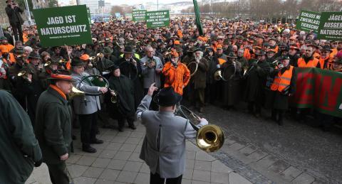 Hier verschafften sich die saarländischen Jäger lautstark Gehör vor dem Landtag in Saarbrücken im Februar 2014. (Quelle: VJS)