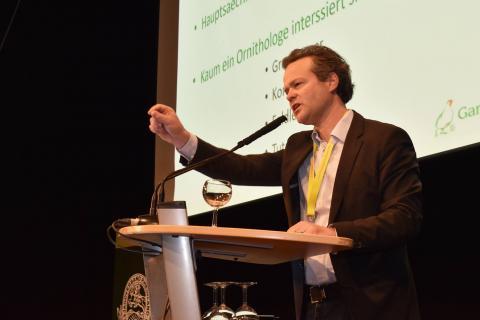 Dr. Francis Buner appelliert, dass konstruktiver Dialog das A und O für den Rebhuhnschutz ist. (Quelle: Martinsohn/DJV)