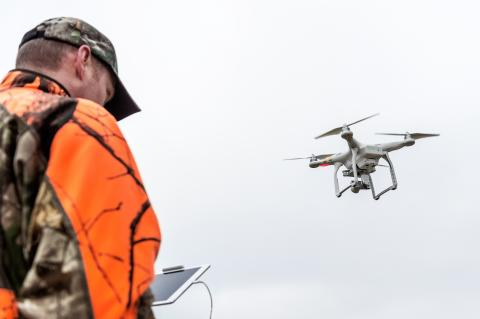Jäger und Drohne