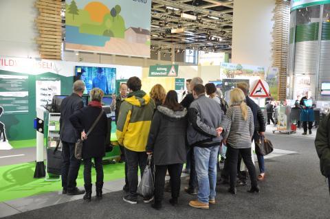 Ein Anlaufpunkt auf der Grünen Woche 2019 war der Fahrsimulator an dem die Besucher ihre Reaktionszeit bei Wildwechseln testen konnten. (Quelle: DJV)