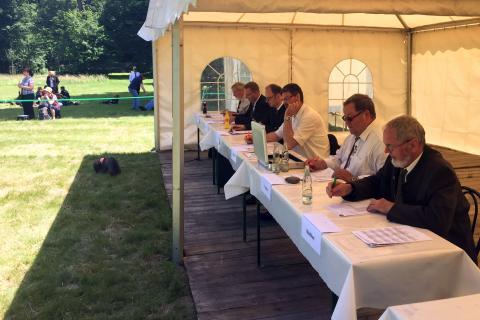 Jury beim Bundeswettbewerb Jagdhornblasen in Kranichstein 2017 (Quelle: DJV)