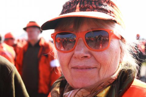 Orange gekleidete Jägerinnen und Jäger wohin man auch sah.