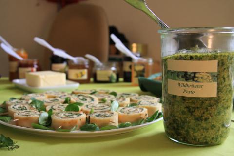 Der Duft der zubereiteten Speisen lockt die Seminarteilnehmer an den Mittagstisch.  (Quelle: DJV)