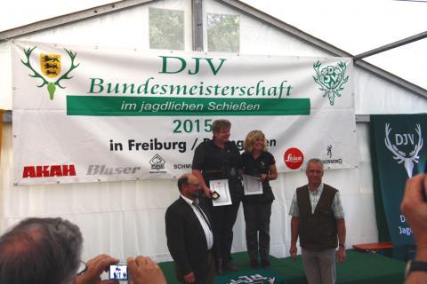 Die Siegerinnen der Büchsenwertung (1. Carmen Wilshusen, 2. Birgit Lemcke, 3. Hannelore Borgstede - nicht anwesend) (Quelle: Hunger/DJV)