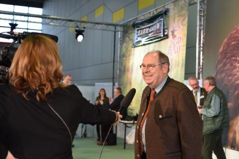 DJV-Präsident Hartwig Fischer im Interview nach der Preisverleihung