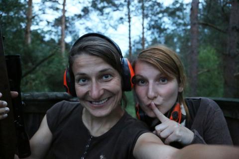 Babett und Anna auf Jagd.