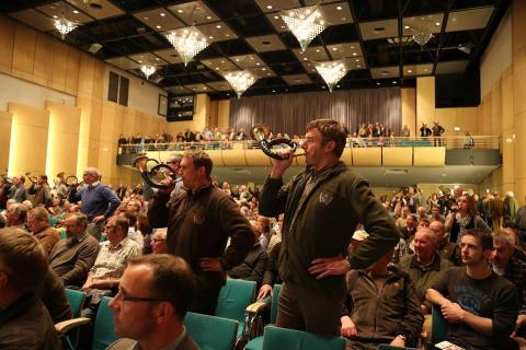 Die zweite Regionalkonferenz des LJV NRW in der Münsterlandhalle wurde mit lautem und harmonischem Jagdhörnerklang verabschiedet.