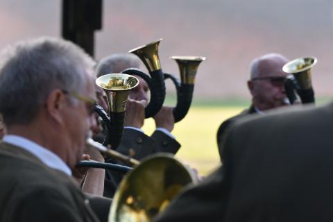 Jagdhornbläser begleiten die Eröffnung der Bundesmeisterschaft 2018. (Quelle: Kapuhs/DJV)