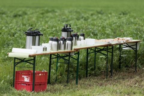 Kaffeepause auf der Exkursion (Quelle: Seifert/DJV)