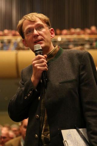 Klaus Jacobi (Waidgenossen SPD) fordert die Politiker auf, heute unter die Jagdsteuer einen Strich zu machen, man habe ganz andere strukturelle Problem, die Jagdsteuer mache die Kuh nicht fett. Der Wegfall der Jagdsteuer sei eine Anerkennung für die gesellschaftlichen Dienste der Jäger.